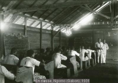 En classe, Ngomo (Gabon), 1931