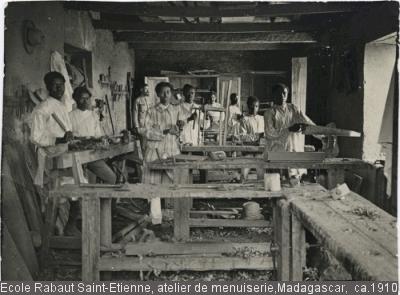 Ecole Rabaut Saint-Etienne, atelier de menuiserie, Madagascar, ca.1910
