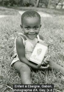 Enfant à Ebeigne, Gabon