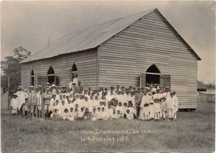 Eglise de Toamasina, février 1917 Parmi le groupe, à gauche quelques tirailleurs