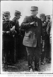 Joffre sur le terrain en 1915
