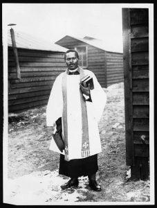 """Un aumônier """"indigène"""", de l'Eglise anglicane"""
