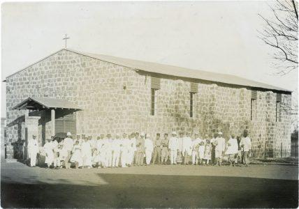 Premier Synode des Eglises du Nord à Diego Suarez - octobre 1915 Au centre du groupe, des tirailleurs