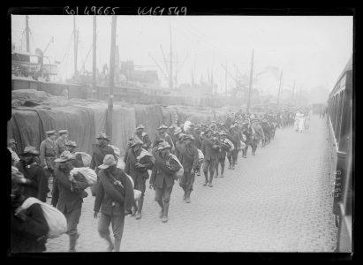 Débarquement de troupes du SANLC au port de Boulogne-sur-mer